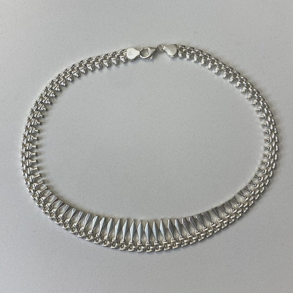Gorgeous Silver Choker Necklace