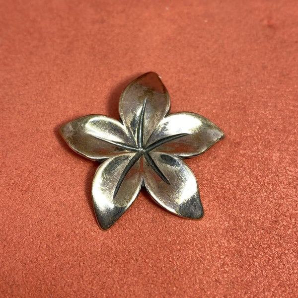 Retired James Avery Radiant Flower Pendant