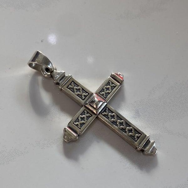 Retired James Avery Quatrefoil Cross Pendant
