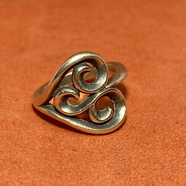 Retired James Avery Scrolled Heart Ring