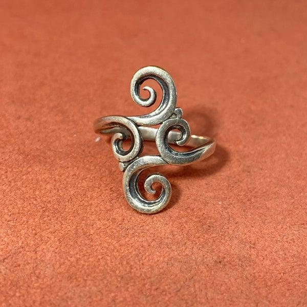 Retired James Avery Swirl Ring