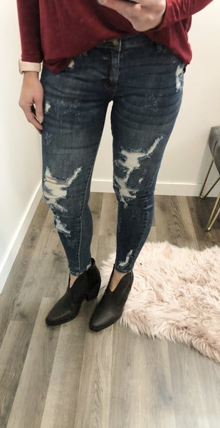 Judy Blue Maven Distressed Jeans 77