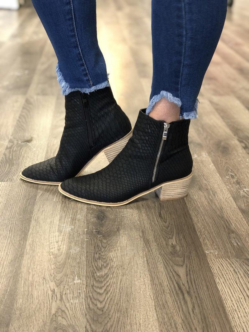 Med Wash KanCan 67M Ankle Jean *Final Sale*