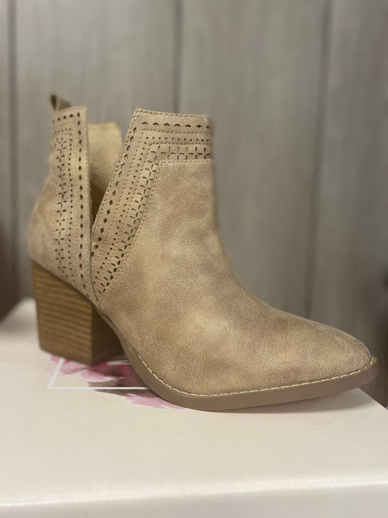 Last Pair Not Rated Cream size 6 Bootie