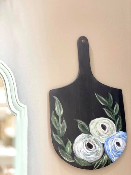 LS Black Pizza Board With Blue Flowers