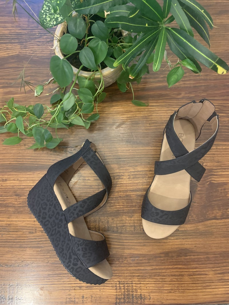 Add Some Detail Wedge *Final Sale*