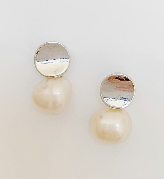 The It Factor Pearl Earrings