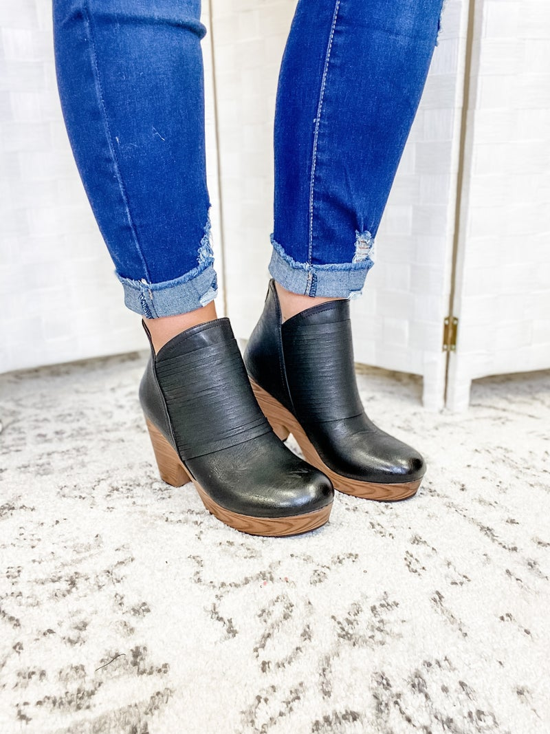 The Collins Clog Black
