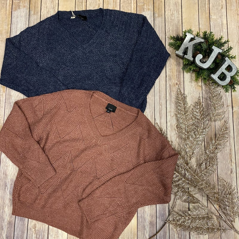 LS Detailed Knit V-Neck Sweater