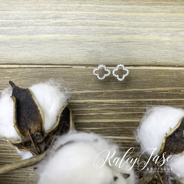 Quatrefoil Stud Earrings -G1