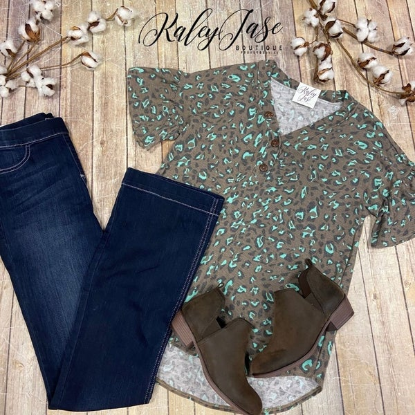 Brown Mint Leopard Ruffle Sleeve Top
