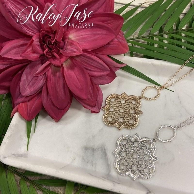 Quatrefoil Design Pendant Necklace #31