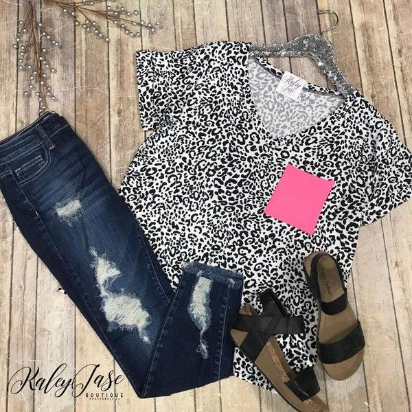 Soft Leopard Neon Pocket Top