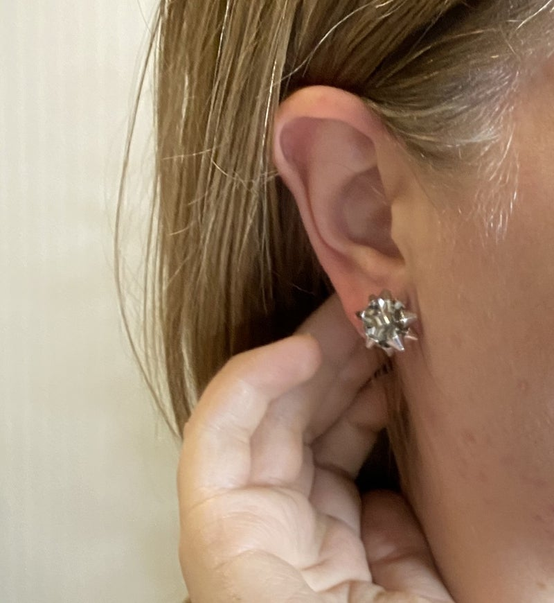 Present Bow Studs
