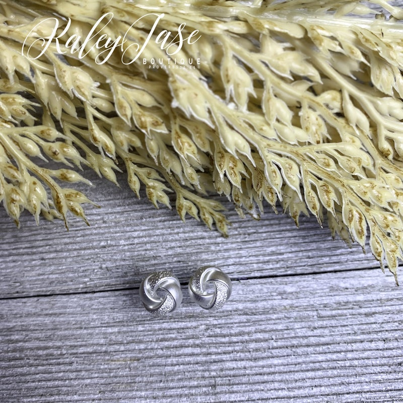 Silver Medium Detailed Knot Earring -F7