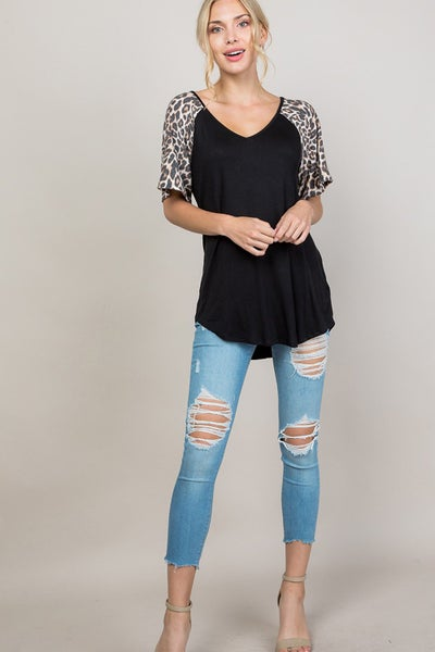 ANIMAL PRINTED ON SHORT SLEEVE V NECK TOP 03813