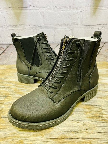 Boots 02452