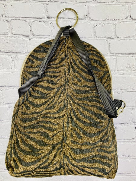 Too Wild!! Messenger/Backpack
