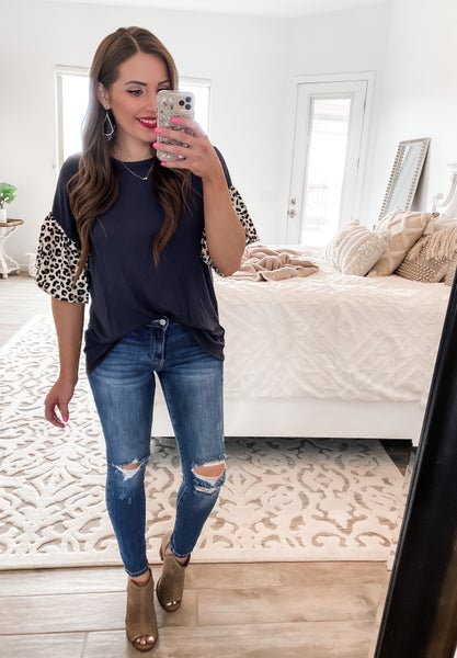 (S-3X) Casual and Sassy Leopard Sleeve Top