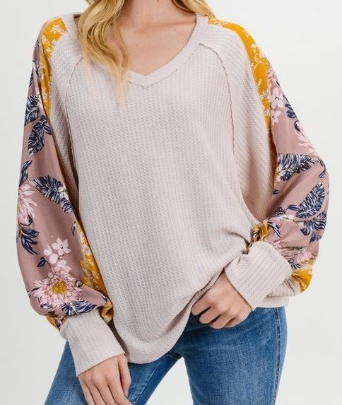 Waffle Knit V-Neck Floral Bubble Sleeve Top