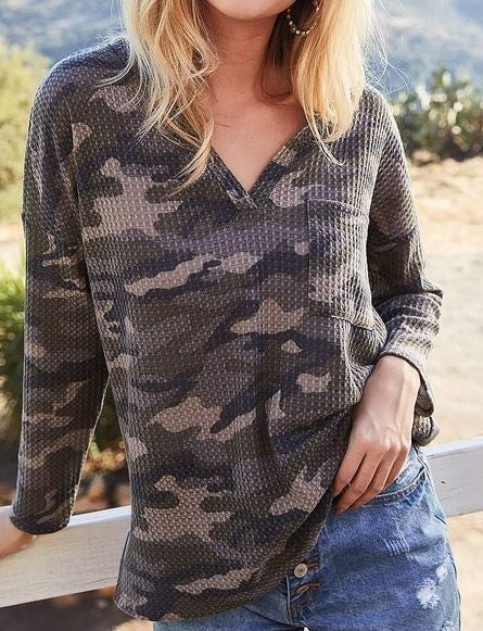 (1 S left!) CAMOUFLAGE WAFFLE TOP WITH FRONT POCKET