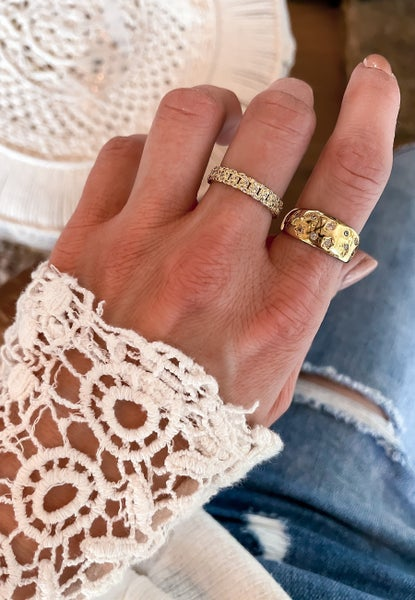 Good Choices Pave Chain Link Ring