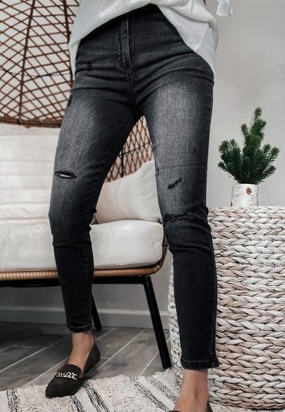 (PLUS/REG) High Waist Vintage Distressed Skinny Jean