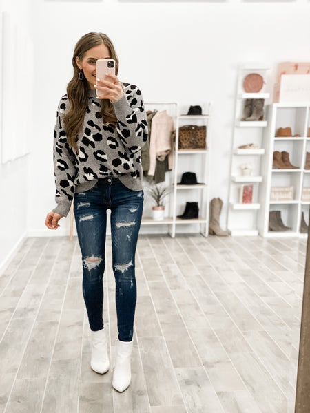 Wildy Cute Round Neck Leopard Sweater