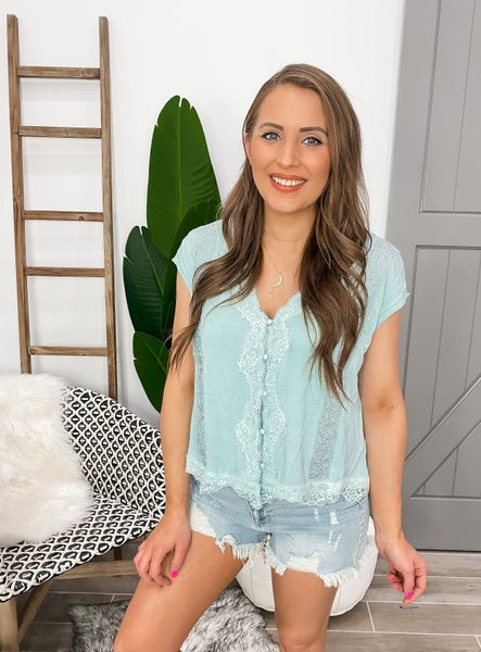 POL Boho Beauty Button Lace Cropped Top