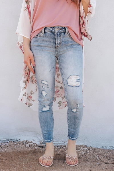 LIGHT WASH MID RISE DISTRESSED SKINNY