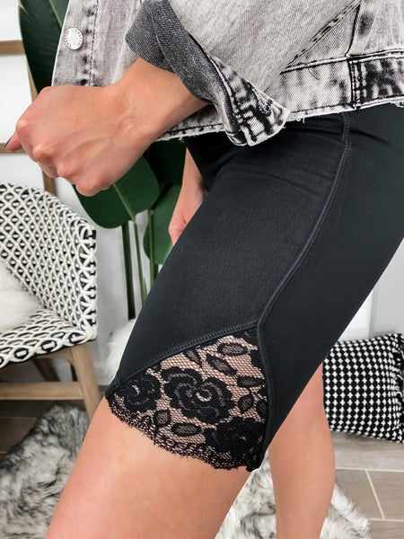 Feeling Fine Floral Lace Accent Highwaist Bermuda Short Leggings