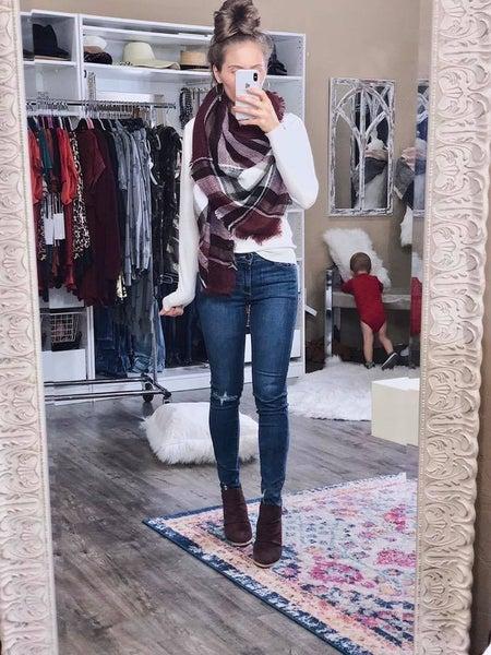 (Just Black Brand) One Knee Distressed Skinny Jean