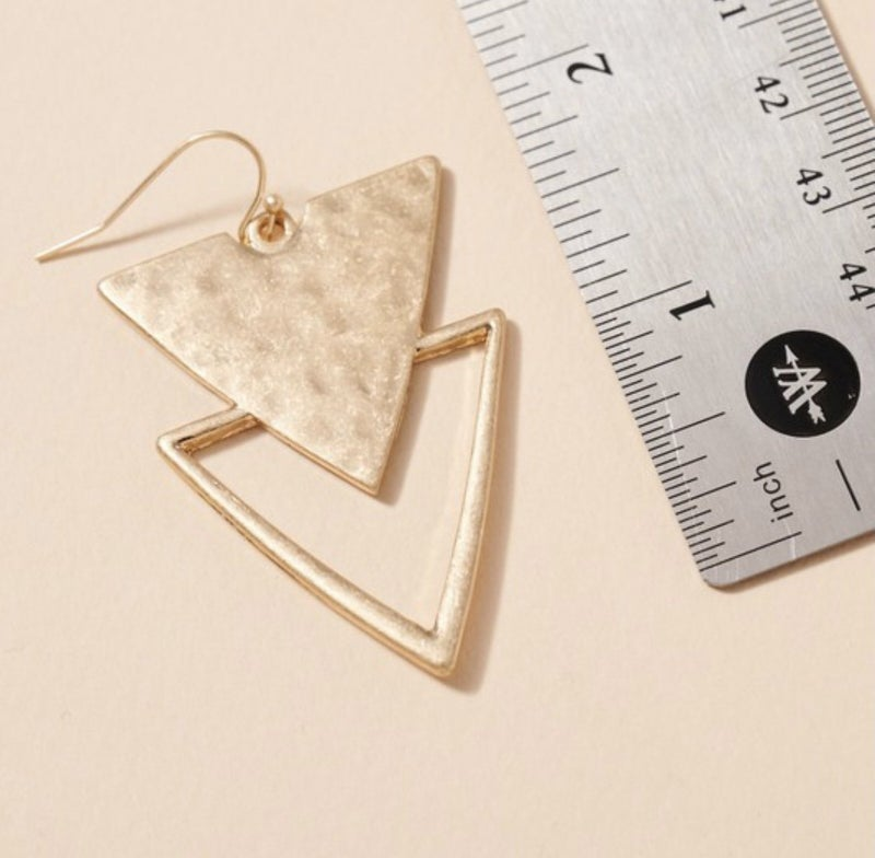 HAMMERED METAL TRIANGLE EARRING