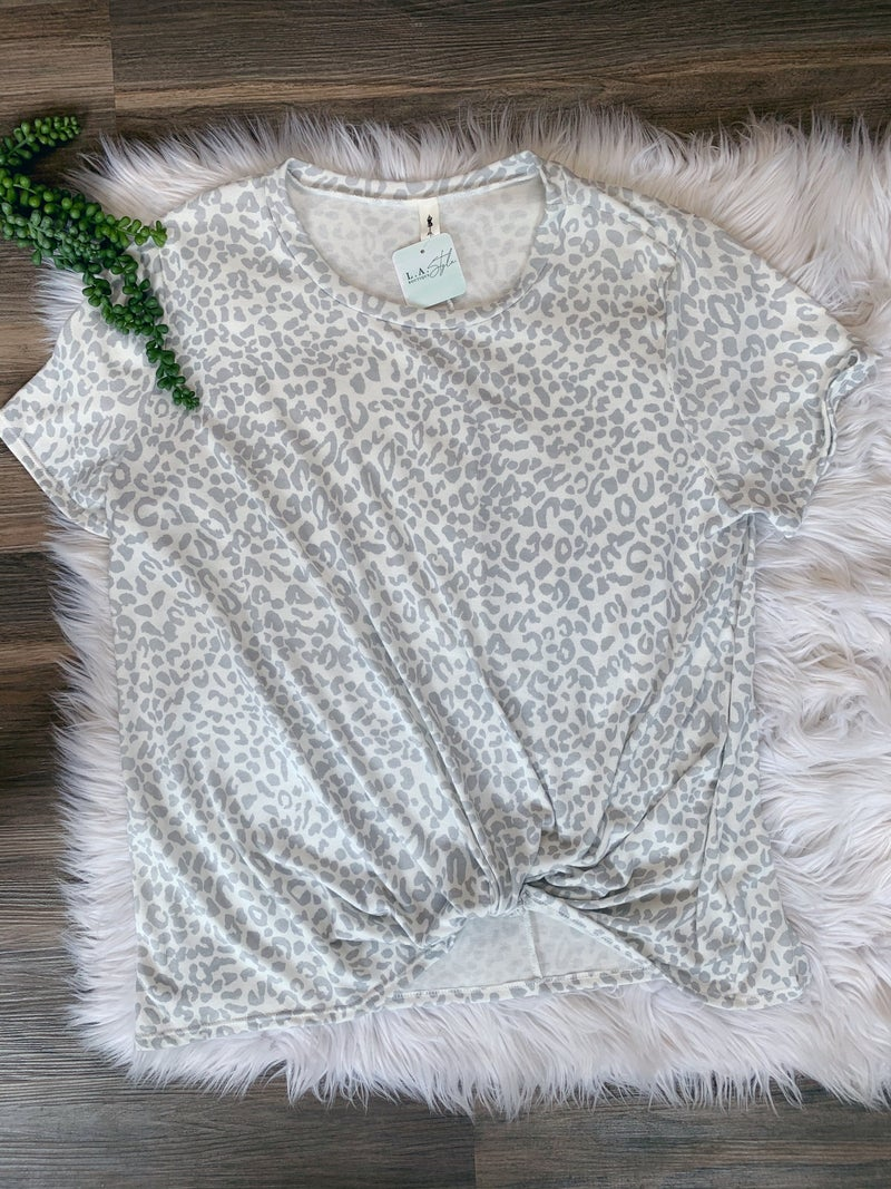 SHORT SLEEVE LEOPARD PRINT TOP {EXTENDED SIZE}
