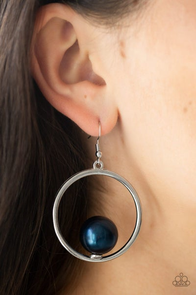Solitaire Refinement Blue Earrings