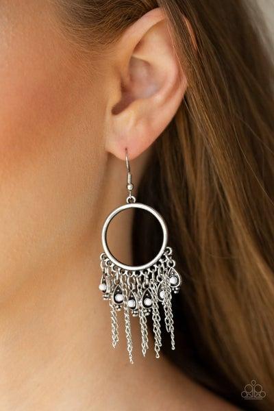 Very Vegabond White Earrings
