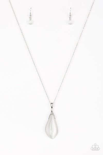 Friends In Glow Places White Necklace