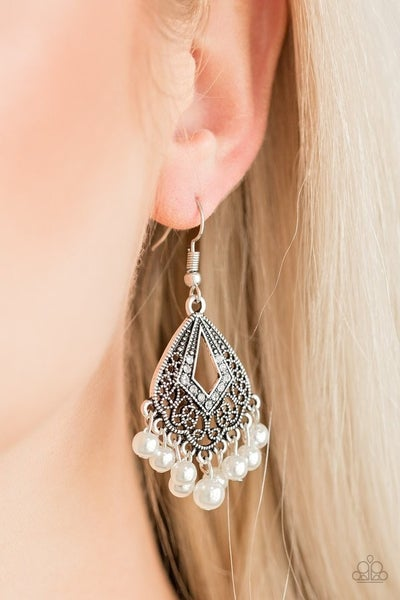 Gracefully Gatsy Pearl Earrings