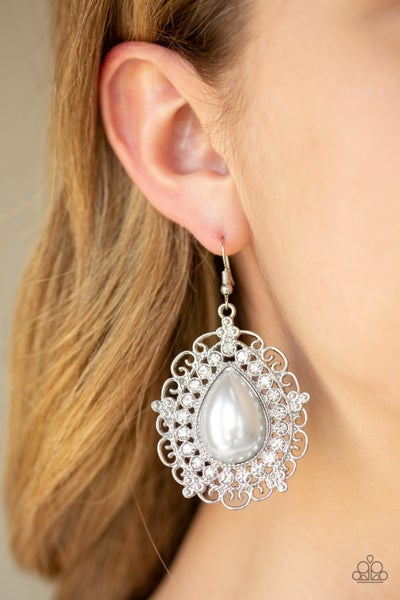 Incredibly Celebrity Pearl Earrings