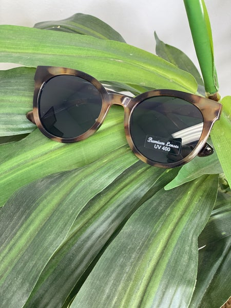 Tortoise frame black lense sunglasses