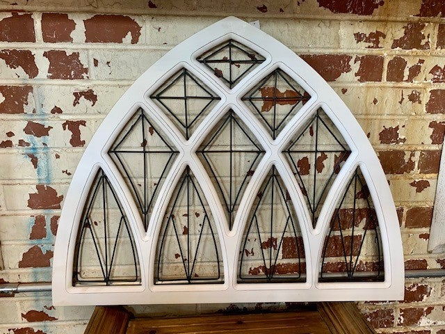 WHITE WINDOW PANE ARCH WITH METAL