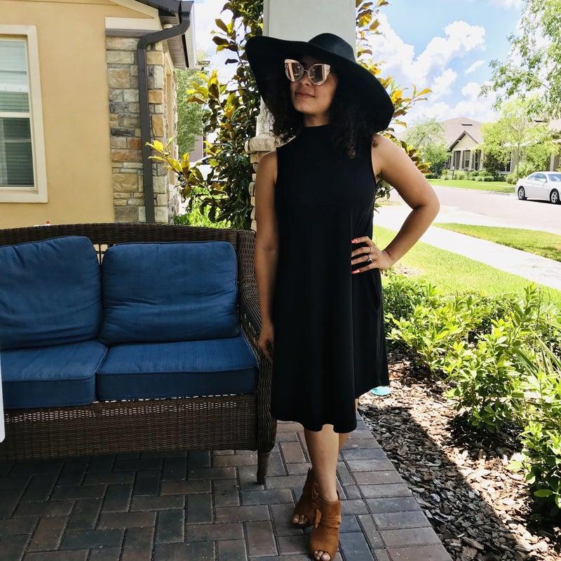 BLACK HIGH NECK SLEEVELESS POCKET DRESS