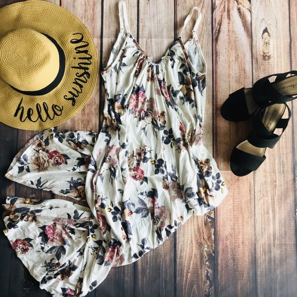 WHITE FLORAL JUMPSUIT WITH ADJUSTABLE STRAPS
