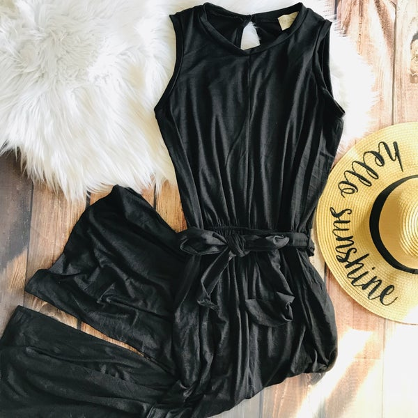 BLACK SOLID JUMPSUIT WITH POCKETS