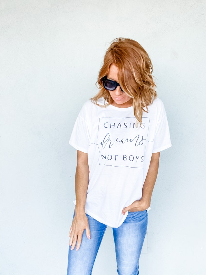 CHASING DREAMS GRAPHIC TEE