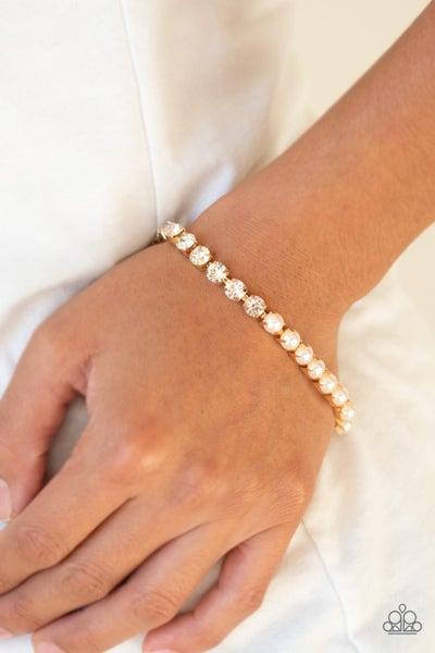 Out Like A SOCIALITE - Gold Clasp Bracelet
