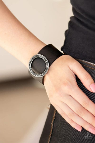RING Them In - Black Snap Wrap