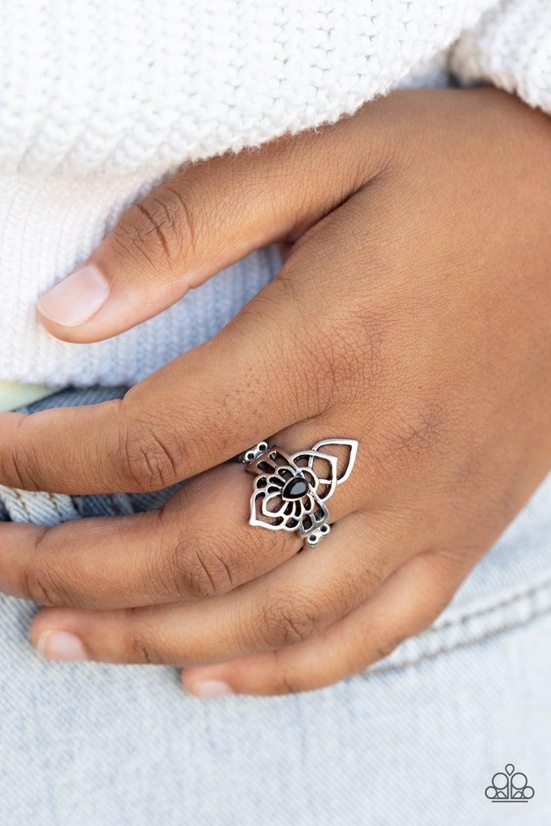 Taj MAHALO - Black Ring