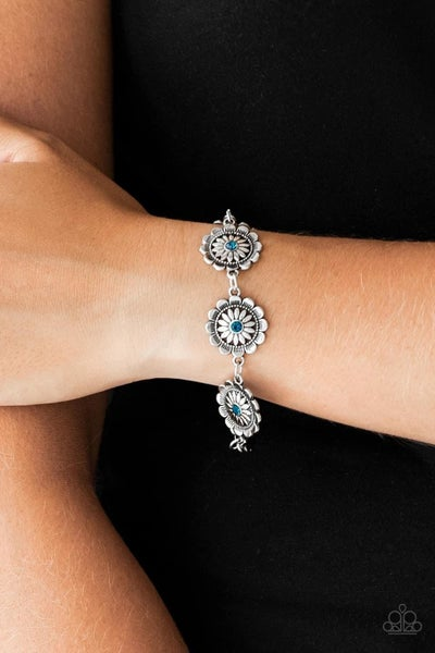 Funky Flower Child - Blue Clasp Bracelet
