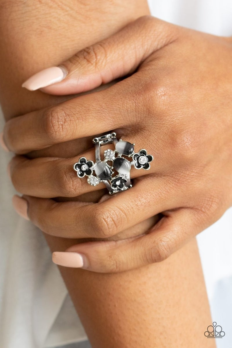 Daisy Delight - Black Ring